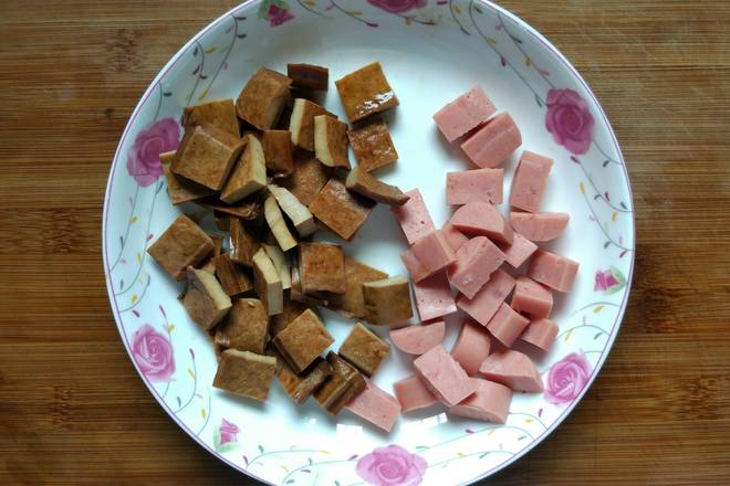 Home Cooking Recipe: Dried bean curd and ham cut into diced ~