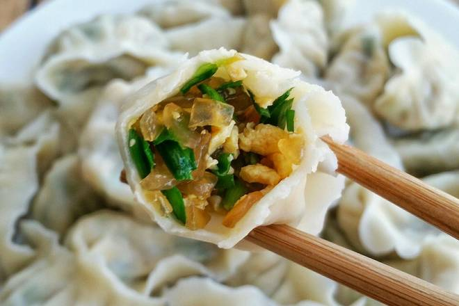 Home Cooking Recipe: Dumplings with a small amount of leeks and egg dumplings.