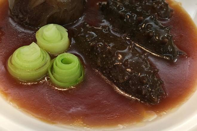 Home Cooking Recipe: Finally, pour the sea cucumber into the well-baked abalone juice and stir it for a minute or two.