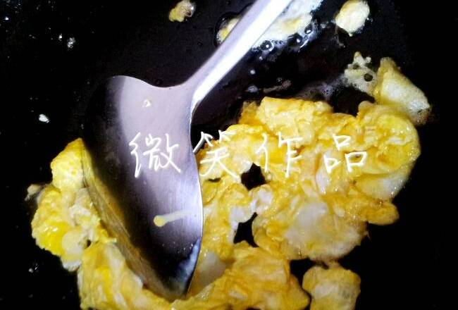 Home Cooking Recipe: First fry the eggs.