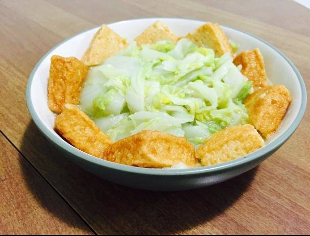 Home Cooking Recipe: Fish tofu stewed cabbage