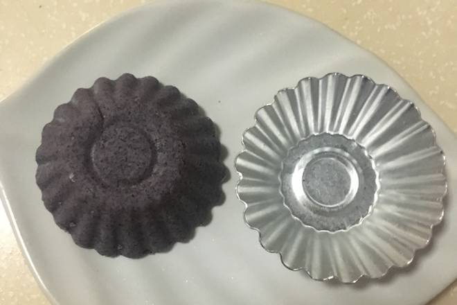 Home Cooking Recipe: For example, this small cake mold, if there is no mold, take it by hand! Anyway, it doesn't affect the taste, and the shape is free!