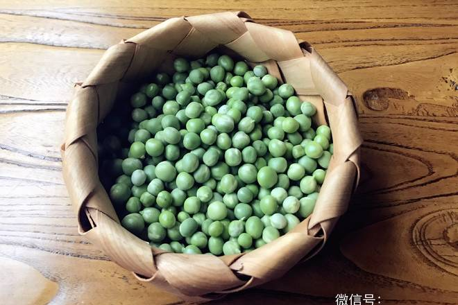Home Cooking Recipe: Fresh peas are peeled or frozen peas.