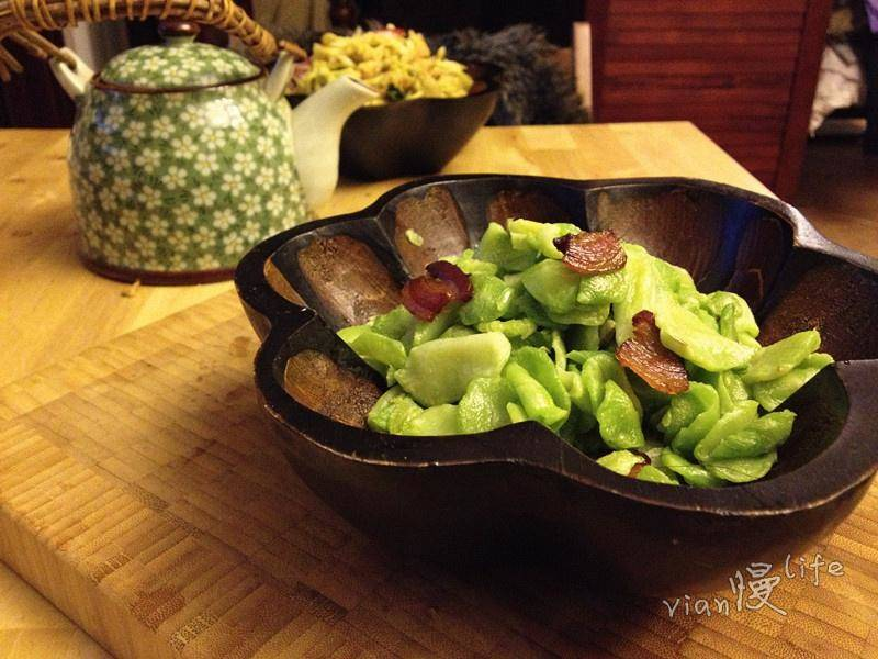 Home Cooking Recipe: Fried bacon with dried lettuce