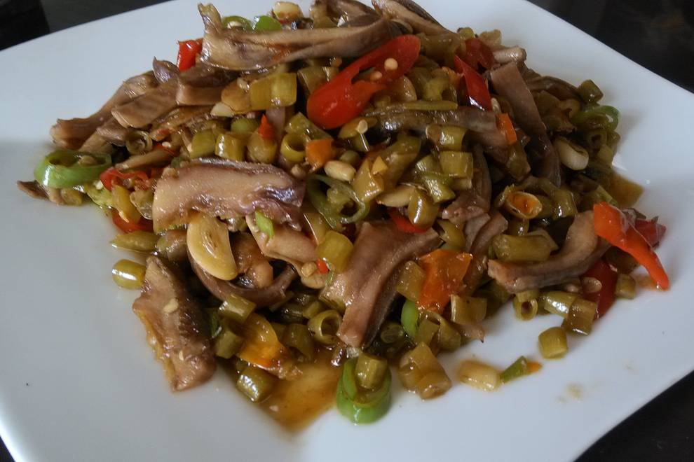 Home Cooking Recipe: Fried bean belly with sour beans
