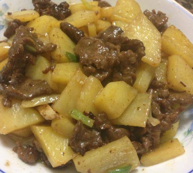 Home Cooking Recipe: Fried beef with potatoes