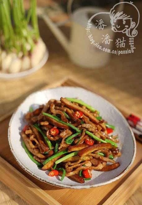 Home Cooking Recipe: Fried garlic and dried pork with shredded pork