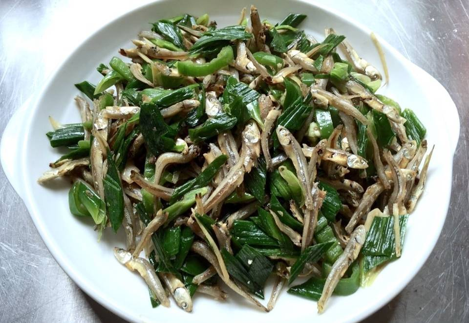 Home Cooking Recipe: Fried garlic with dried fish