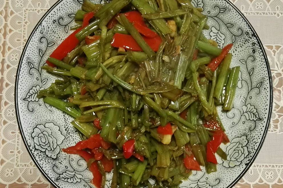Home Cooking Recipe: Fried hollow vegetable stem (Nanchang cuisine)