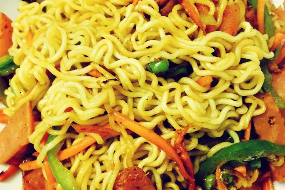 Home Cooking Recipe: Fried instant noodles with ham
