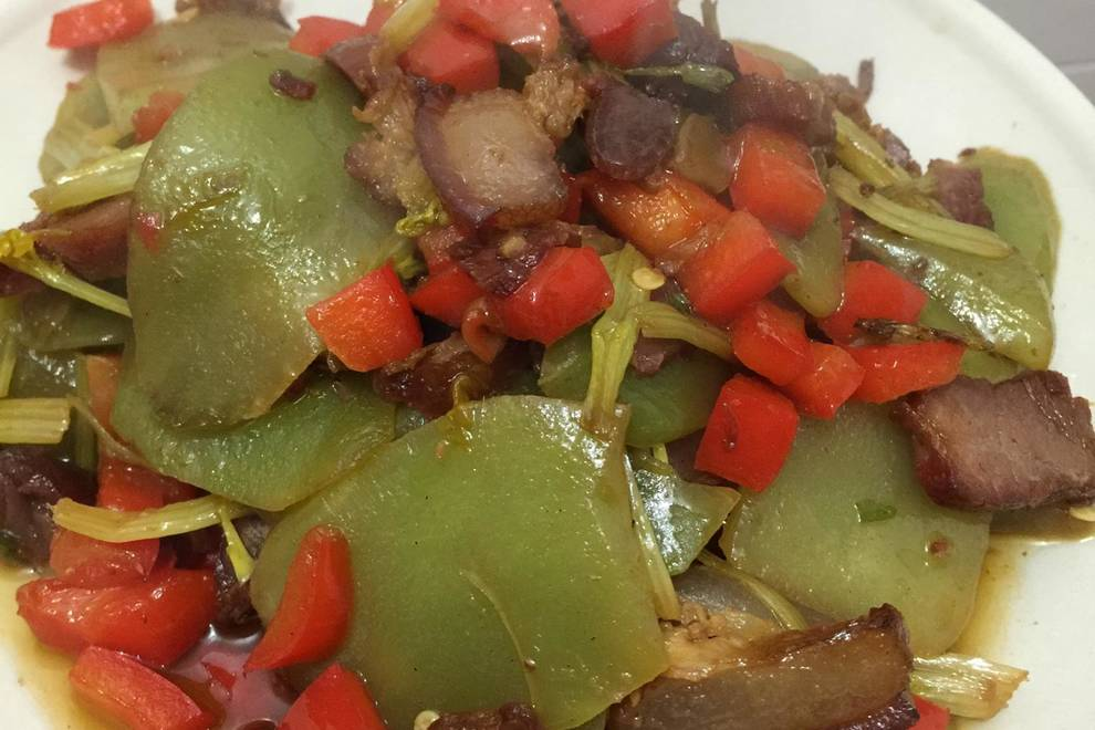 Home Cooking Recipe: Fried lettuce, Hunan bacon