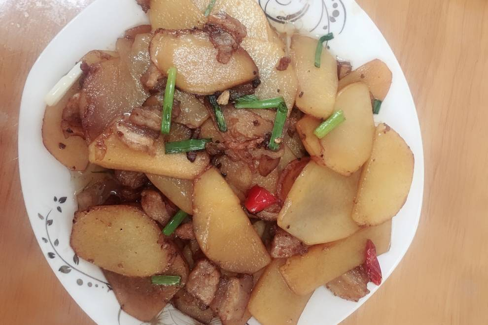 Home Cooking Recipe: Fried pork belly with potato chips