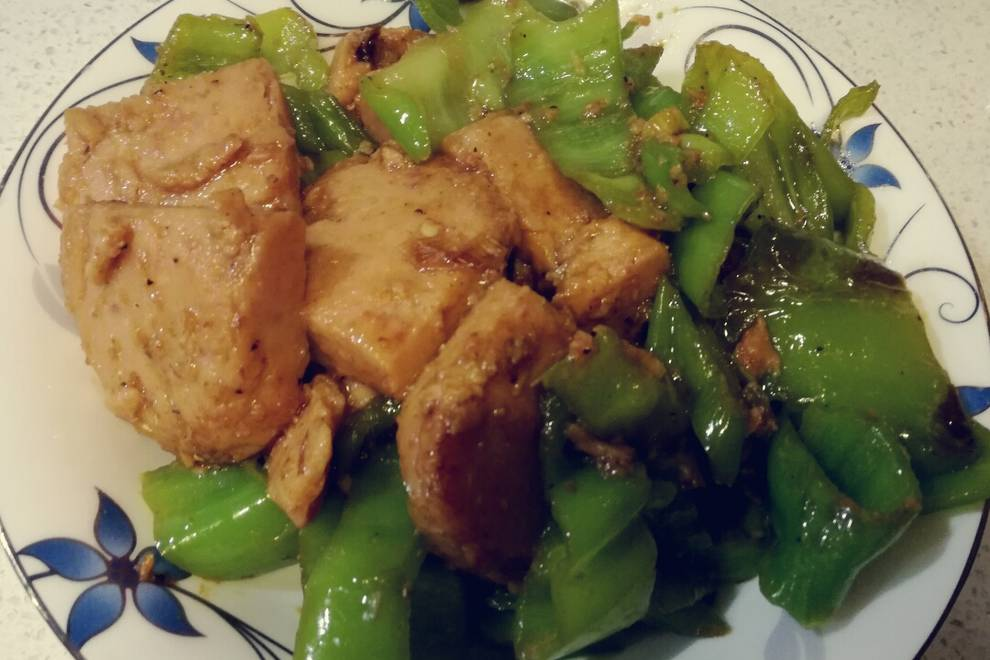 Home Cooking Recipe: Fried pork with green meat for lunch