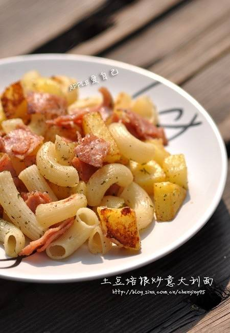 Home Cooking Recipe: Fried potato with bacon and spaghetti