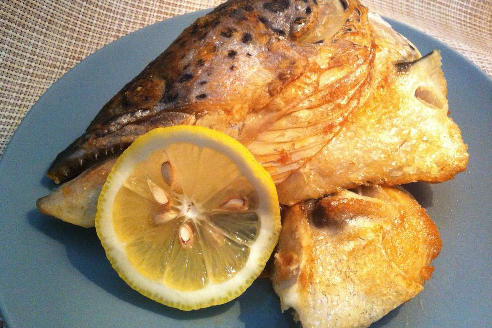 Home Cooking Recipe: Fried salmon head with lemon juice