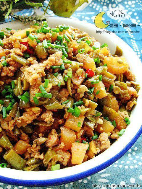 Home Cooking Recipe: Fried sour pork with sour beans
