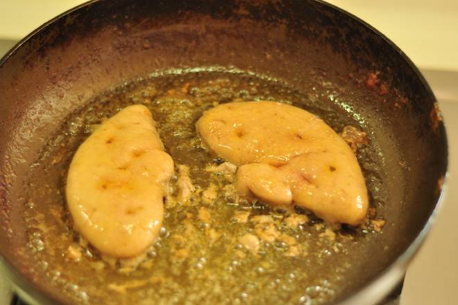 Home Cooking Recipe: Fry foie gras, the more fried oil! Slightly sprinkle with a little sea salt.