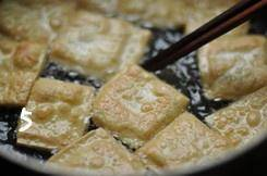Home Cooking Recipe: Fry until the tofu is dry and the surface is golden