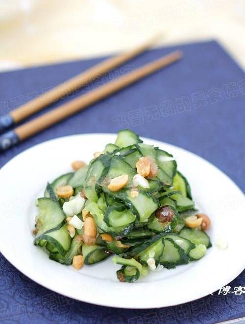 Home Cooking Recipe: Garlic chopped peanuts with cucumber