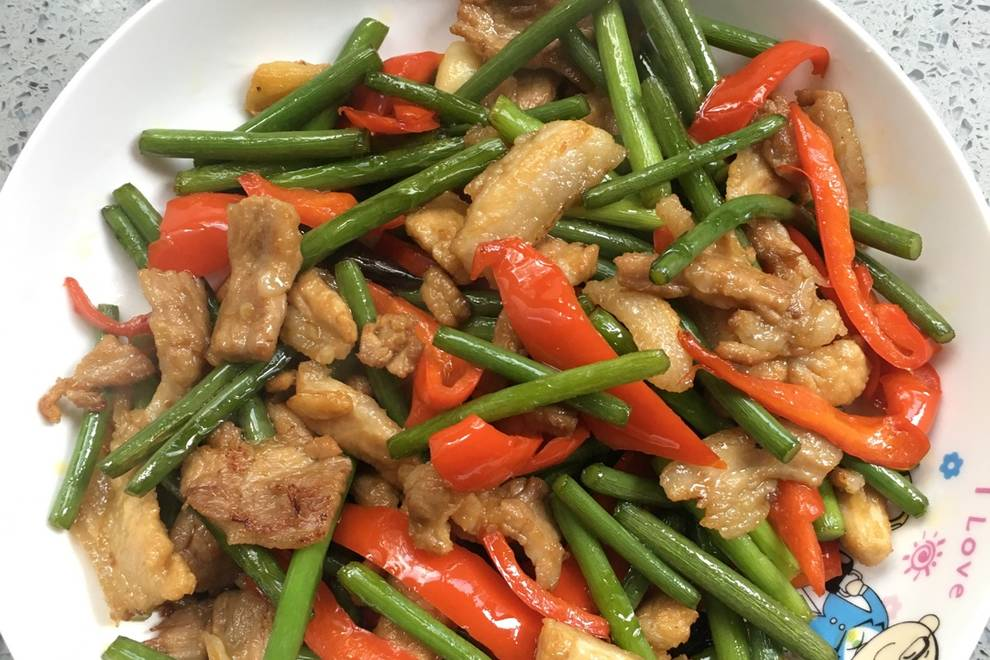 Home Cooking Recipe: Garlic, red pepper, fried meat