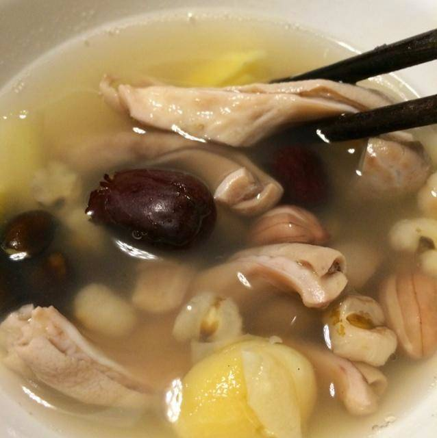 Home Cooking Recipe: Glutinous rice black bean peanut red jujube ginkgo pork belly soup
