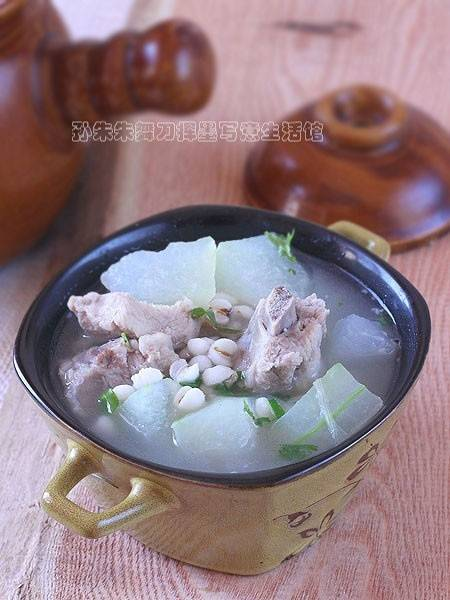 Home Cooking Recipe: Glutinous rice melon ribs soup