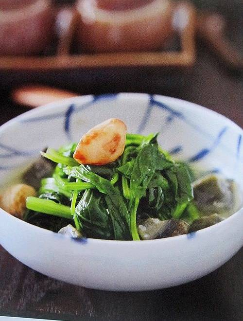 Home Cooking Recipe: Gold and silver egg soup with spinach