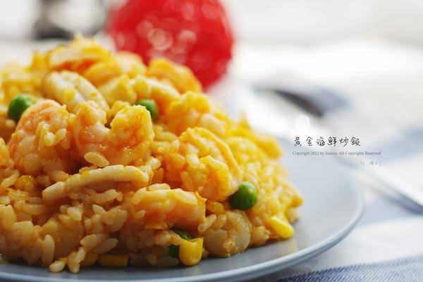 Home Cooking Recipe: Golden seafood fried rice