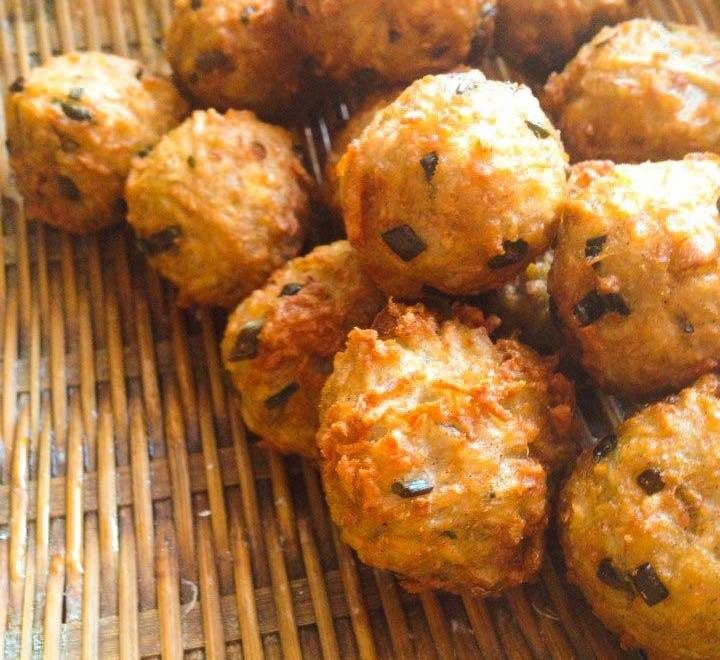 Home Cooking Recipe: Grandfather's fried glutinous rice balls (fried oyster balls)