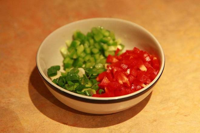 Home Cooking Recipe: Green pepper, red pepper diced, chives with chopped green onion.