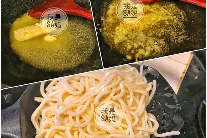 Home Cooking Recipe: Heat the butter block and add the garlic to saute. Boil the boiled noodles, pick up the cold water when it is just broken, and filter it out for use.
