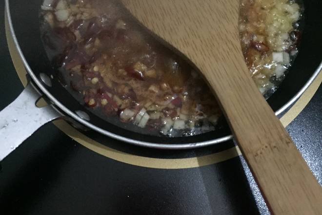 Home Cooking Recipe: Hot oil pan, fragrant garlic