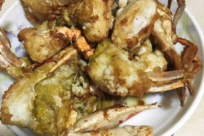 Home Cooking Recipe: Hot pot hot oil, under the ginger onion, sauté, put the crab in a frying pan, simmer, oil in the pot