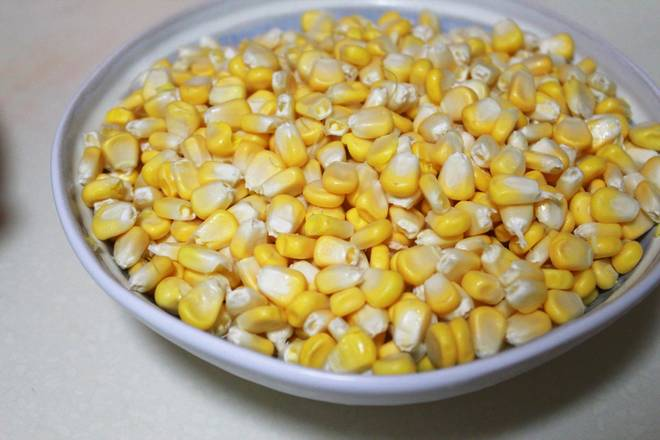 Home Cooking Recipe: I bought fresh corn and then peeled it. Ready to use in the refrigerator. Of course, you can also buy frozen corn kernels.
