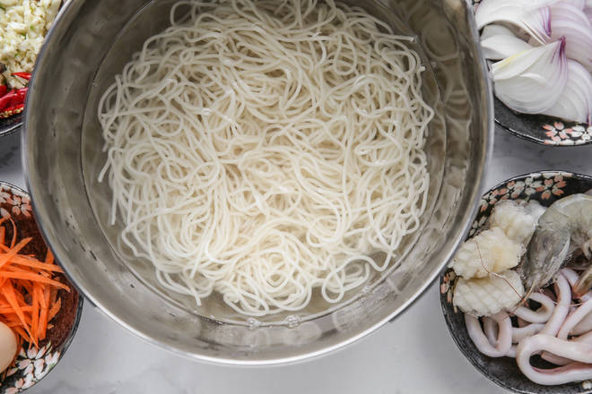 Home Cooking Recipe: If the noodles are cooked until 7 minutes, you can remove the ice water and spare it. Don't cook it. Otherwise, the taste will be too bad after the frying.
