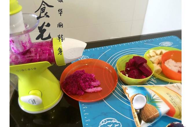 Home Cooking Recipe: Leftover rice steamed warm dragon fruit + rice fruit ice cream head shaken into mud, add some sugar and mix well