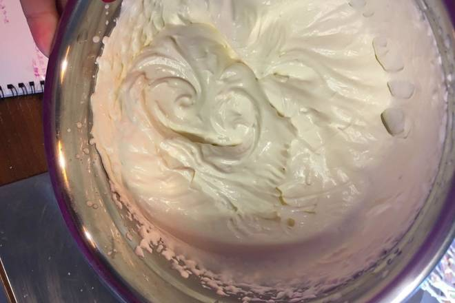 Home Cooking Recipe: Lightly beat 7-8 into a hair, take 1/3 into the previous step of the protein cream cheese mixture, mix well and mix in the rest