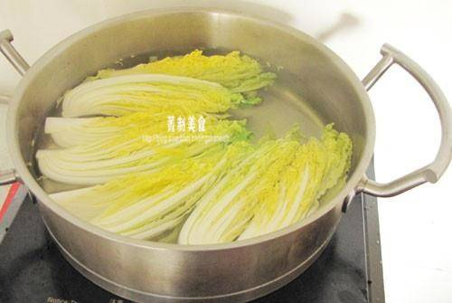 Home Cooking Recipe: Longkou fans burn a little in hot water, don't be too soft. Just soft and ready to fish out