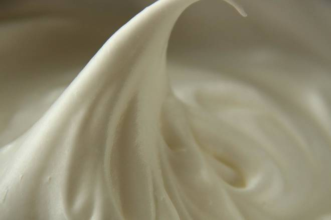 Home Cooking Recipe: Making a meringue: The protein is added to the granulated sugar three times and distributed to the eighty-nine distribution state. At this time, the oven can be preheated, and the preheating temperature is higher than the baking temperature by 30 °C.