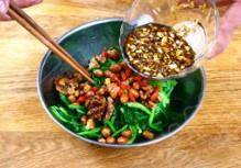Home Cooking Recipe: Mix the spinach, peanuts, walnuts, clams, and bowls of juice.