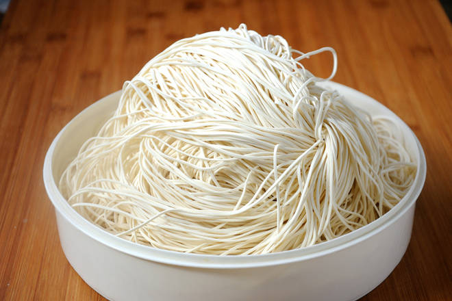 Home Cooking Recipe: Noodles with this fine fresh noodles are more suitable for noodles.