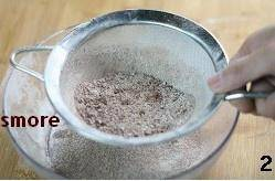 Home Cooking Recipe: On the other hand, low-gluten flour, cocoa powder, and baking soda are mixed and sieved.
