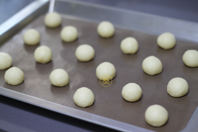 Home Cooking Recipe: One by one, the small balls are placed on the baking sheet of the tarpaulin (or oiled paper), placed at intervals, and the potato will grow a lot.