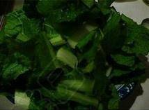 Home Cooking Recipe: Pakchoi (both in the early childhood of Chinese cabbage) is cleaned, washed, cut into sections