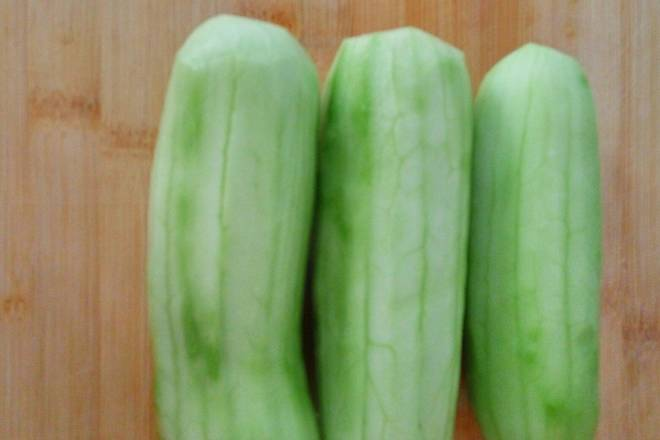 Home Cooking Recipe: Peel the cucumber.