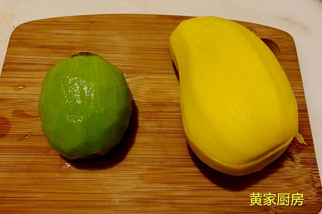 Home Cooking Recipe: Peel the mango and kiwi and wash.