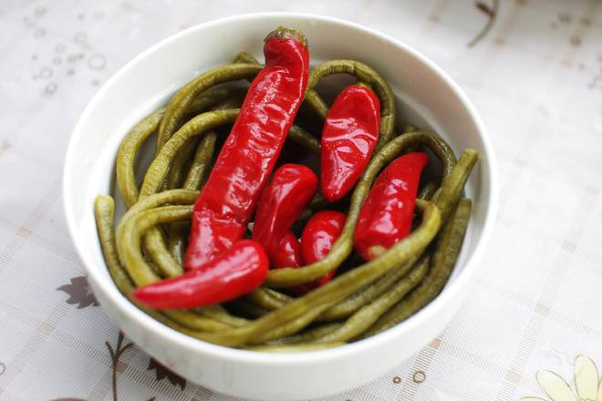 Home Cooking Recipe: Pick up homemade sour beans, pickled peppers
