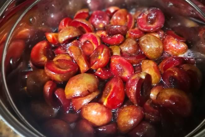 Home Cooking Recipe: Pickled for 5 hours of plums, a lot of water. My daughter likes to pour out the plum water at this time, and dilute it into a delicious plum drink!