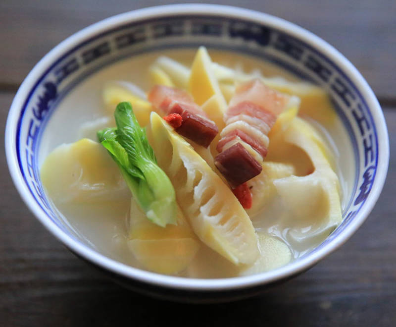 Home Cooking Recipe: Pickled oysters. Bacon stewed spring bamboo shoots