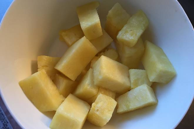 Home Cooking Recipe: Pineapple meat soaked in salt water